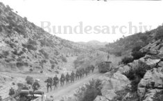 Kampfgruppe Lueder in a hill crossing
